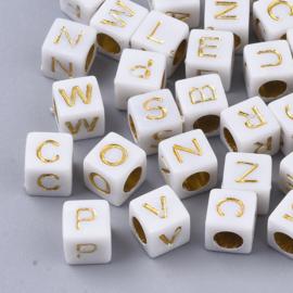 Letterkraal per stuk lichtgrijs vierkant 6mm, gat: 3,5mm gouden letters