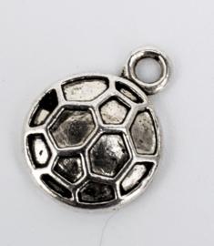 10x Tibetaans zilveren bedeltje van een voetbal 14,7 mm x 11 mm