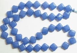 10 stuks prachtige vierkante kralen van melkglas 10 x 10 x 5mm blauw