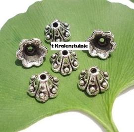 10 stuks kralenkapjes Tibetaans zilver  8,5 x 5,5mm Ø  8mm