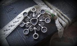 Per stuk metalen antiek zilveren hanger/tussenzetsel zon/hart 33 mm