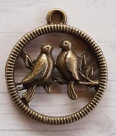 2x Tibetaans zilveren bedeltje  geel koper kleur van twee vogels ovaal  24 x 24,5mm oogje: 2mm