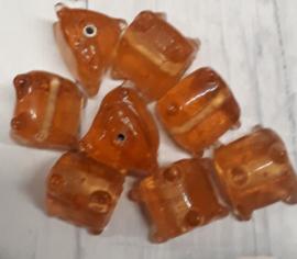 10 x oranje glaskraal driehoekvormig 13x12mm gat:1,5mm