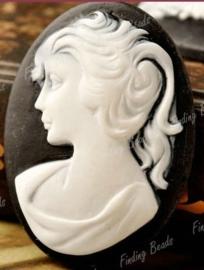 Prachtige Camée van Resin 40 x 30 x 6,5mm Zwart/wit