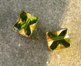 Prachtige glaskraal 8x6 mm goud met groen