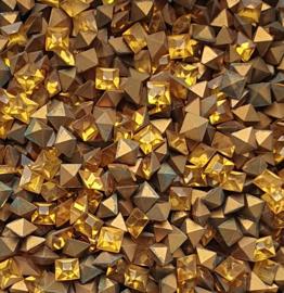 10 x  punt steen vierkant kristal afm. 4x4mm Topaz