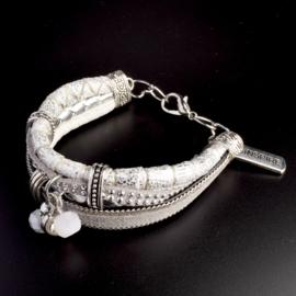 Prachtige armband, verstelbaar met metalen elementen w.o. bedel inspire
