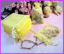 c.a. 100 stuks gele organza zakjes 10 x15cm