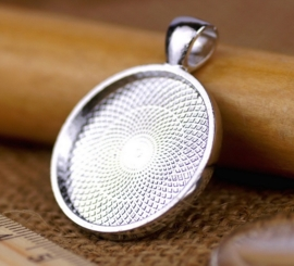Houder M: Prachtige Camée of Cabochon houder Gat 4mm zilverkleur. Binnenzijde: 30mm
