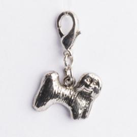 Be Charmed bedel hondje met karabijnsluiting ca. 27 x17 mm oogje: 5mm  nikkelvrij en voorzien van een rhodium laag.