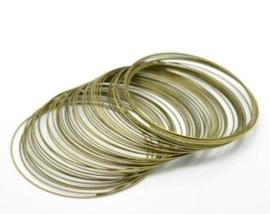 Memory Wire voor kettingen geel koper kleur 10 wendingen 1mm dik, diameter 11,5cm