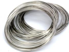Memory Wire voor armbanden 55 mm nikkelkleurig 40 wendingen draad dikte  0,6mm