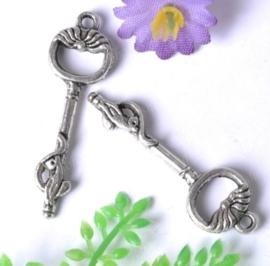 4 x Prachtige Tibetaans zilveren sleutel 36 x 11 x 4 mm gat 2mm
