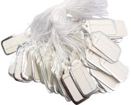 Bosje met c.a. 100 stuks prijs labels prijskaartjes wit met zilveren randje 24 x 13mm