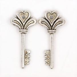 4 x Tibetaans zilveren sleutel 30 x 14 x 4mm oogje: 1,5mm