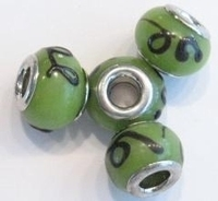 Per stuk Glaskraal European-style groen met zwart streepje 13 mm