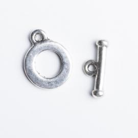 2x Sluiting zilverkleur 18 x 14 mm staafje: 17 x 7mm oogje: 2mm