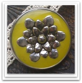 Per stuk Mooie Metalen drukker met glas met zilveren bloemmotief en gele epoxy 20 mm