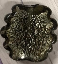 Donkerbruine glaskraal met zilverfolie 34 mm gat 3mm