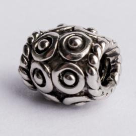 Be Charmed kraal zilver met een rhodium laag (nikkelvrij) c.a.9x 9.4mm groot gat: 4mm