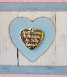 "Verzilverde hart met de tekst ""you are always in my heart"" 21 x 20mm oogje 1,5mm"