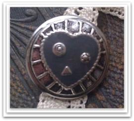 Mooie metalen antiek zilveren drukker met epoxy grijze hart bewerkt 18 mm