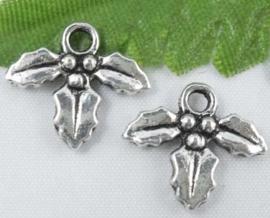 10 stuks Tibetaans zilveren hulst blaadjes 14 x 12,5mm