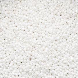 Per stuk Zakje mooie rocailles wit 2 mm ca 20 gr