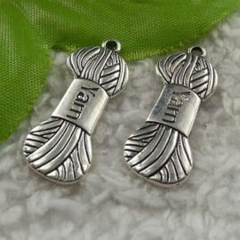 4 x tibetaans zilveren bedeltje van breiwol 31mm x 12mm x 1,5mm gat: 2mm