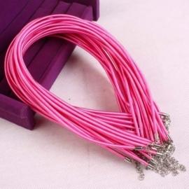 Prachtig zijden koord 3,2mm diameter, lengte c.a. 43cm incl. verlengketting roze