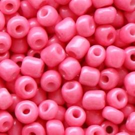 20 gram Glaskralen Rocailles 6/0 (4mm) Hot shiny pink