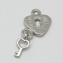 4 x Tibetaans zilveren hartje met sleuteltje made with love 12 x 15,5 x 1,5mm oogje: 2mm
