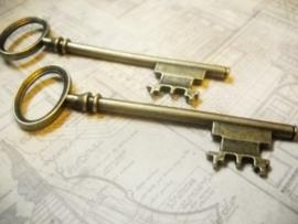 Grote tibetaans zilveren sleutel geel koper kleur 80 x 23 x 5mm gat: 18mm