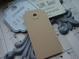 100 stuks blanco bruine labels prijskaartjes voorzien van ponsgat en versterkingsoog 55 x 110mm