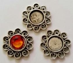 Per stuk Metalen antiek zilveren Kastje bloem 17 mm, ruimte voor 8 mm plaksteen