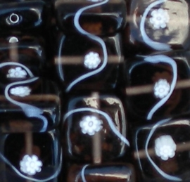 Prachtige bruine glaskraal met bloem 12 x 12 x 7mm