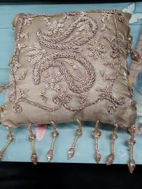 Prachtig bruids kussentje van satijn met kraaltjes bewerkt 14,5x14,5 cm voor ringen