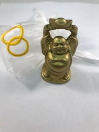 Buddha beeldje - 50 x 30 mm - goudkleur  (Kies voor pakketpost)