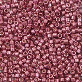 c.a. 5 gram Miyuki kralen delica's 11/0 Duracoat galvanized magenta purple