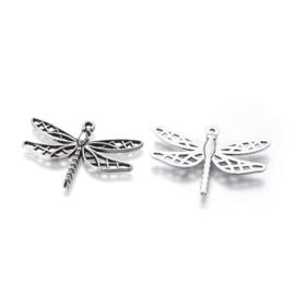2  stuks Libelle bedel zilverkleurig , metaal nikkelvrij 25 x 35 x 3mm gat 2mm