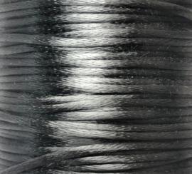 2 meter satijnkoord  van ca. 1 mm dik, antraciet grijs