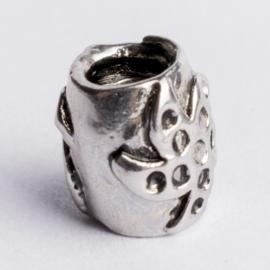 Be Charmed kraal zilver met een rhodium laag (nikkelvrij) c.a.7x 9mm groot gat: 4mm