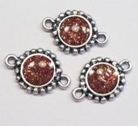 Per stuk Antiek zilveren metalen tussenzetsel met rood-bruine glinster 24 mm