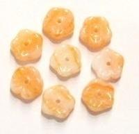 10 Stuks Glaskraal bloempje oranje/wit gemeleerd 9 mm