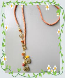 Oranje ketting met goudkleurige bedels ♥