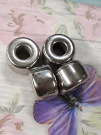 10 x zilverkleurige kunststof veterkraal  11 mm x 7 mm gat:4 mm
