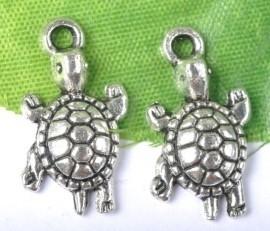 Schildpad bedel  23x12mm Tibetaans zilver