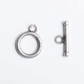 2x Sluiting zilverkleur 14 x 11 mm staafje: 15x 6mm oogje: 2mm