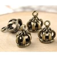 4 x Tibetaans zilveren bedel van een kroon 14 x 11mm oogje ca: 2mm geel koper kleur