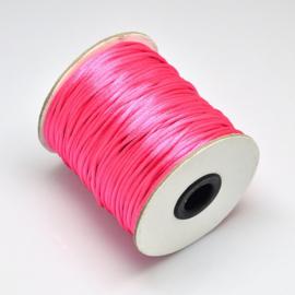 1 meter satijnkoord  van ca. 2 mm dik,   hot pink